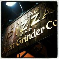 Photo prise au Chicago Pizza and Oven Grinder Co. par Melissa R. le4/22/2012
