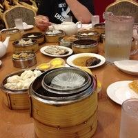 8/19/2012 tarihinde Sarah J.ziyaretçi tarafından China Pearl Restaurant'de çekilen fotoğraf