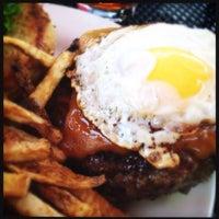 Foto diambil di Eagle Street Grille oleh Darcy F. pada 8/20/2012