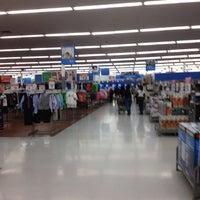 Das Foto wurde bei Walmart Supercenter von Alison C. am 3/10/2012 aufgenommen