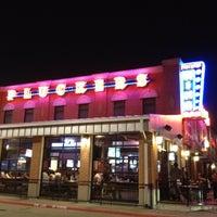 Foto diambil di Pluckers Wing Bar oleh Gene E. pada 5/19/2012