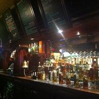 Das Foto wurde bei Casey's Irish Pub von Jorge G. am 6/4/2012 aufgenommen