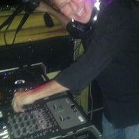 Das Foto wurde bei Freaki Tiki Bar von Dorian R. am 9/17/2011 aufgenommen