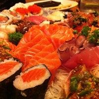 Foto tirada no(a) Sushi by Cleber por Branko V. em 9/28/2011