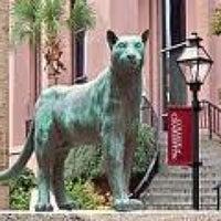 Foto tirada no(a) Cougar Mall, College of Charleston por Andrew W. em 7/1/2011