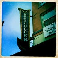 2/25/2012 tarihinde Randy B.ziyaretçi tarafından Bootlegger'de çekilen fotoğraf