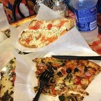 6/9/2012 tarihinde Brooke H.ziyaretçi tarafından Pizza Girls WPB'de çekilen fotoğraf