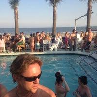 Das Foto wurde bei The Float Pool And Patio Bar von Sam D. am 3/25/2012 aufgenommen