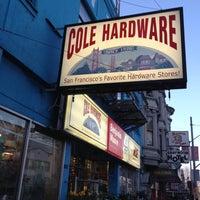 Das Foto wurde bei Cole Hardware von Linda K. am 3/5/2012 aufgenommen