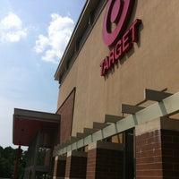Foto tirada no(a) Target por Troy P. em 7/4/2012