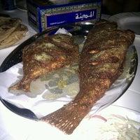 รูปภาพถ่ายที่ Bu Qtair Restaurant โดย Ian F. เมื่อ 8/7/2012