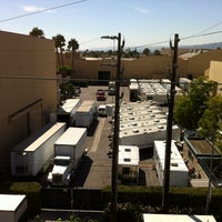 Foto tomada en Raleigh Studios Hollywood por Christine M. el 8/16/2012