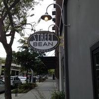 Снимок сделан в Street Bean Espresso пользователем Deric L. 5/23/2012