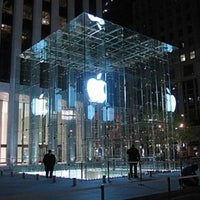 Foto scattata a Apple Fifth Avenue da Isaiah S. il 3/1/2012