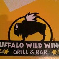 Foto tomada en Buffalo Wild Wings por Mathew P. el 8/9/2011