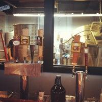 รูปภาพถ่ายที่ Round Guys Brewing Company โดย Ryan H. เมื่อ 7/29/2012