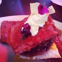 Foto tomada en Magnolia Cafe por Dj Benzo el 11/27/2011