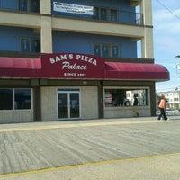 Das Foto wurde bei Sam's Pizza Palace von John C. am 4/1/2012 aufgenommen