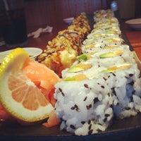 Foto tirada no(a) Akira Sushi Bistro por Juan B. em 7/14/2012