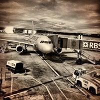 Das Foto wurde bei Edinburgh Airport (EDI) von Dirk S. am 8/26/2012 aufgenommen