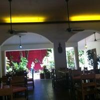 Foto diambil di La Choza oleh Janette D. pada 8/1/2012