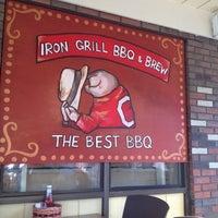 Photo prise au Iron Grill Barbecue and Brew par Denise C. le6/6/2012