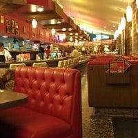 6/1/2012 tarihinde Brian K.ziyaretçi tarafından Pann's Restaurant & Coffee Shop'de çekilen fotoğraf