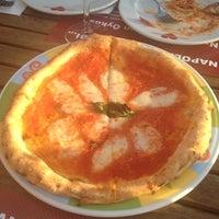 Das Foto wurde bei Rossopomodoro von Asli B. am 6/13/2012 aufgenommen
