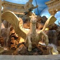 5/23/2012 tarihinde Randy A.ziyaretçi tarafından Festival Fountain - The Forum Shops at Caesars Palace'de çekilen fotoğraf