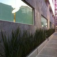 Foto tomada en Hotel Novit por Louis L. el 3/22/2011