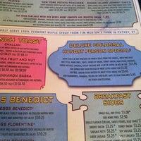Foto scattata a Deluxe Station Diner da Kristin B. il 4/22/2012