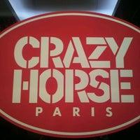 12/19/2011 tarihinde Esther L.ziyaretçi tarafından Le Crazy Horse'de çekilen fotoğraf