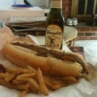 Das Foto wurde bei Dalessandro's Steaks and Hoagies von Mike S. am 1/10/2011 aufgenommen