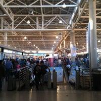Foto tomada en Terminal de Buses San Borja por Jacob P. el 2/2/2012