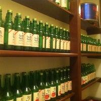 Das Foto wurde bei Juki - Korean BBQ and Soju Bar von Truc K. am 8/21/2011 aufgenommen