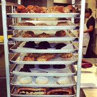 Foto tomada en Levain Bakery por HarlemGal -. el 5/14/2012