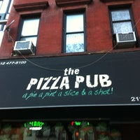 Снимок сделан в The Pizza Pub пользователем Helenice V. 3/17/2012