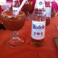 Foto tomada en Restaurante Guelaguetza por Luis C. el 2/4/2012