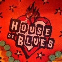 Foto diambil di House of Blues Restaurant & Bar oleh Shane T. pada 4/14/2012