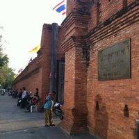 Foto scattata a Tha Phae Gate da Ku@d il 2/28/2012