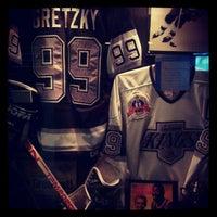 Foto diambil di Wayne Gretzky's Toronto oleh Nick S. pada 5/15/2012
