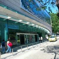 Foto tirada no(a) Shopping RioSul por Orlando J. em 5/26/2012