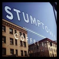 Снимок сделан в Stumptown Coffee Roasters пользователем Elise B. 5/11/2012