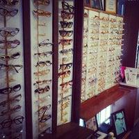 5/5/2012 tarihinde Nicole B.ziyaretçi tarafından Smith's Opticians'de çekilen fotoğraf