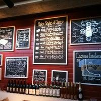 Foto tomada en Antonelli's Cheese Shop por Stephanie H. el 3/31/2012