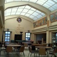 Foto tomada en Weinberg Memorial Library (University of Scranton) por Kristin A. el 8/22/2011