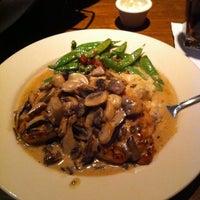 Foto scattata a The Keg Steakhouse + Bar da Alexis G. il 1/22/2011