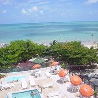 Foto tirada no(a) Atlântico Praia Hotel por Pedro B. em 11/11/2011