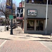 รูปภาพถ่ายที่ Iron Cactus Mexican Restaurant and Margarita Bar โดย John C. เมื่อ 3/5/2012