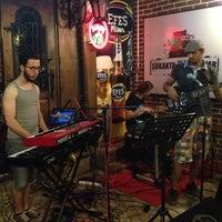 Foto diambil di Şah Cafe & Bar oleh Kayhan P. pada 6/20/2012